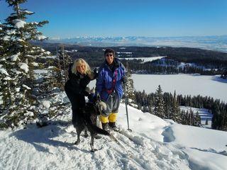 Skiingandhappywestern